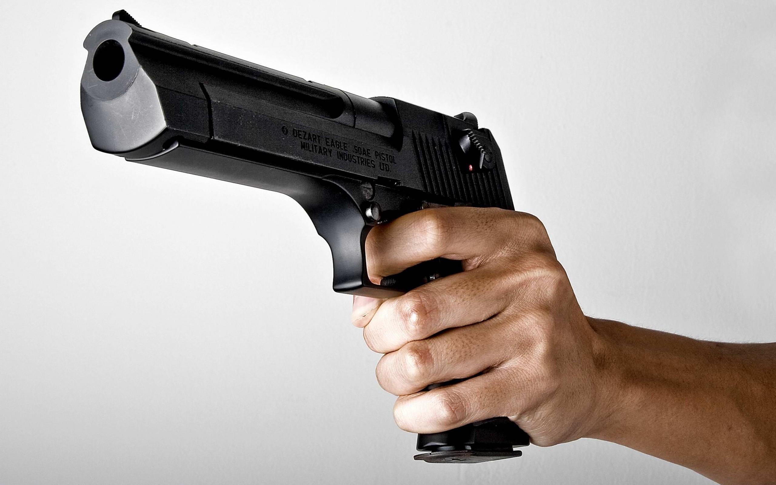 В Москве стреляли и захватили заложников на кондитерской фабрике