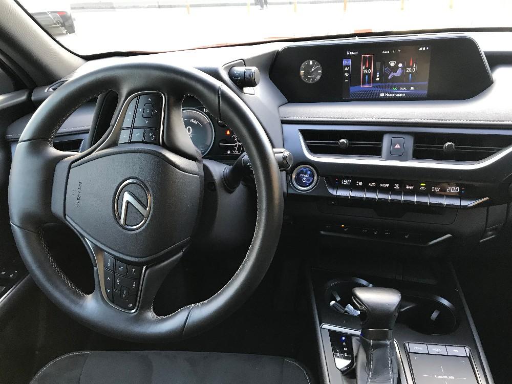фото, салон, приборная панель, Lexus UX, тест-драйв