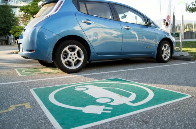 Старые электромобили увеличили январский рынок авто на электротяге на тр...