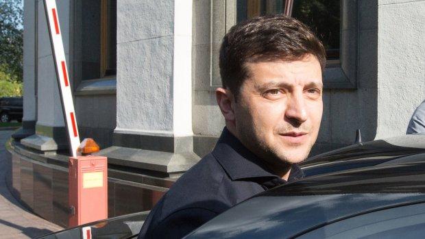 Зеленский в статусе президента подписал свой первый закон