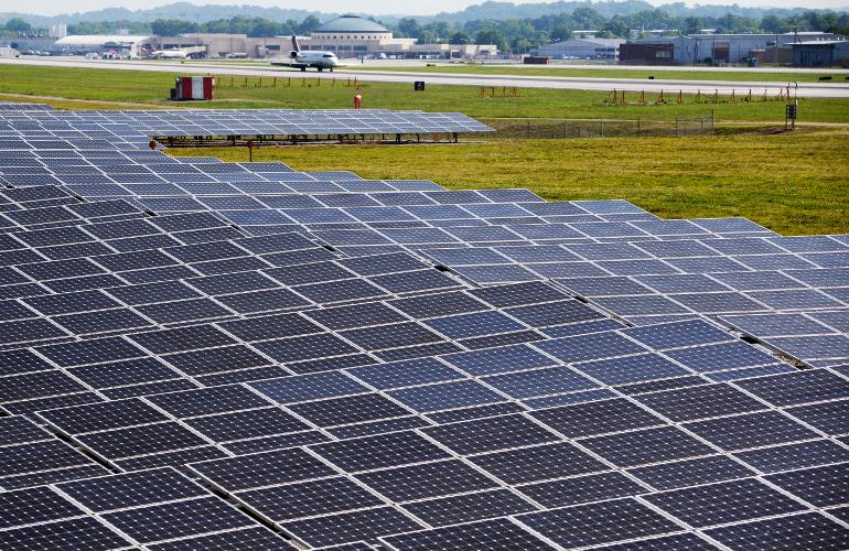 Американский аэропорт полностью перешел на солнечную энергию