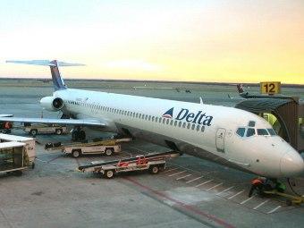 В аэропорту Атланты при посадке загорелся самолет