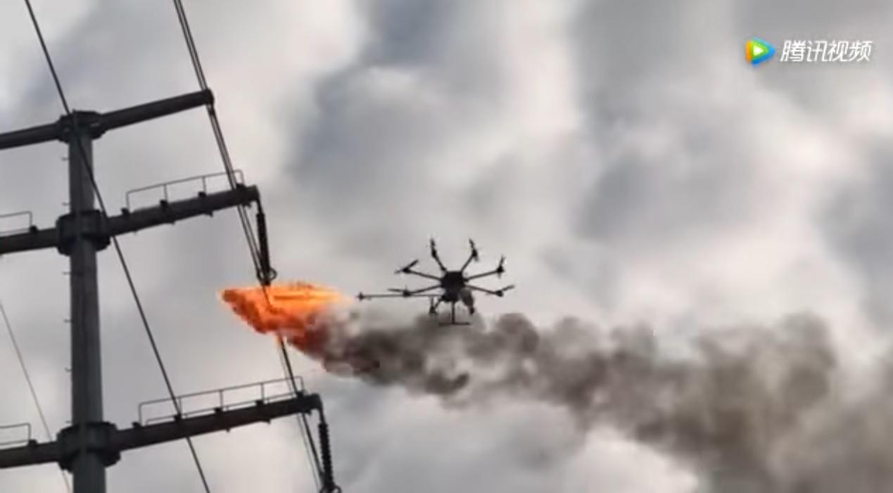 Китайцы создали дрон-огнеметчик для уборки линий электропередач