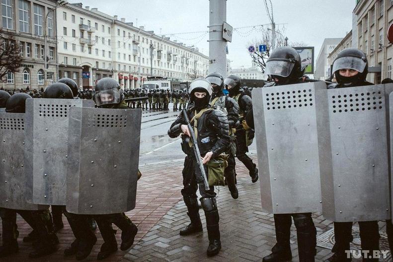 """""""Приведем всех в чувства"""": Лукашенко заявил, что не допустит Майдана в Б..."""