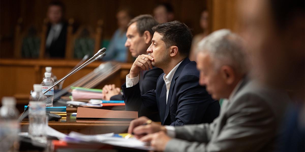 Зеленский выложил кадры на стол. Президент требует увольнения генпрокуро...