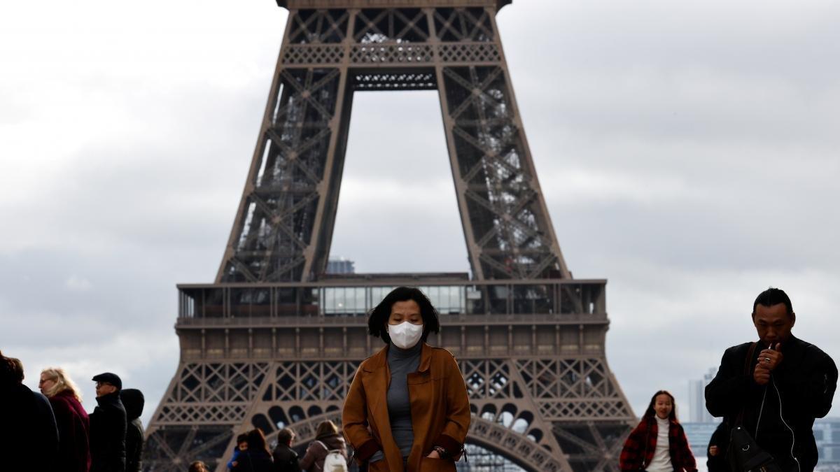 В парижской больнице от коронавируса умер первый француз