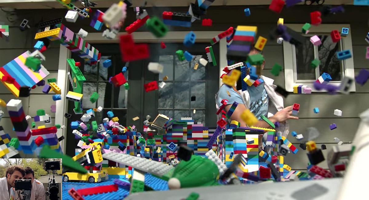Британцы сняли лего-авиакатастрофу в слоу-мо