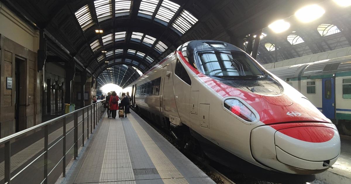 Во Франции переоборудовали скоростной поезд для транспортировки тяжелобо...