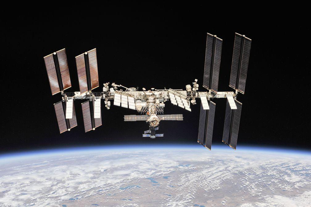 Астронавты в открытом космосе усовершенствовали МКС