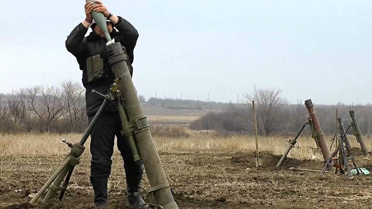 Появилось видео, как боевики РФ обстреливают позиции ВСУ вблизи Золотого