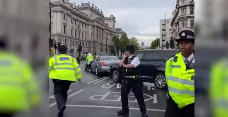 Борис Джонсон попал в ДТП при выезде из парламента