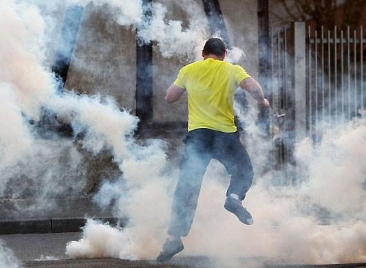 В Братиславе полиция применила слезоточивый газ для разгона антикоррупци...
