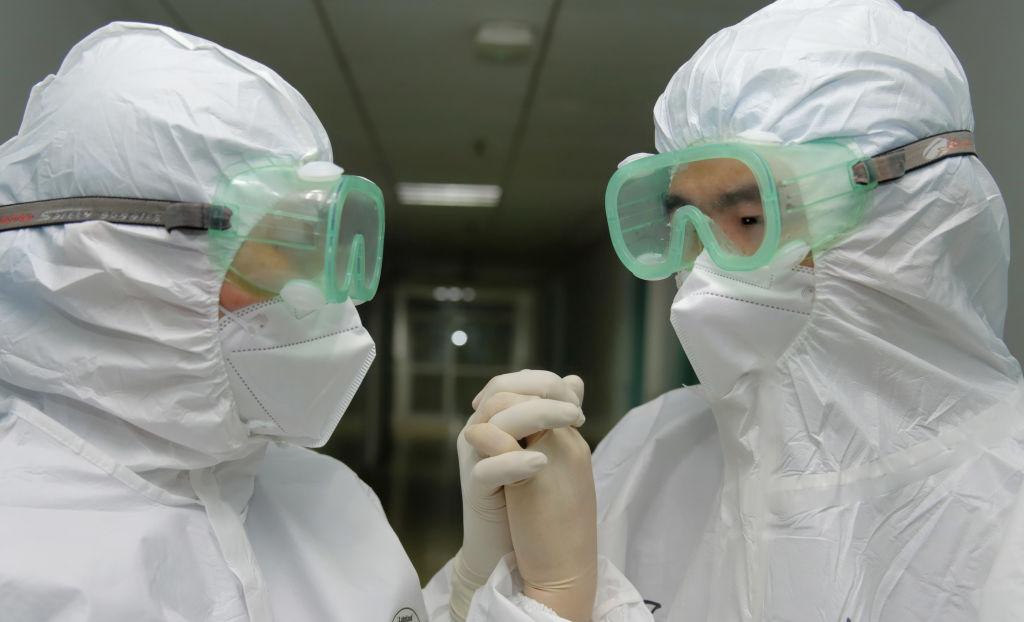 Арбидол под заказ и дефицит масок. Чем лечат коронавирус в КНР и готова...