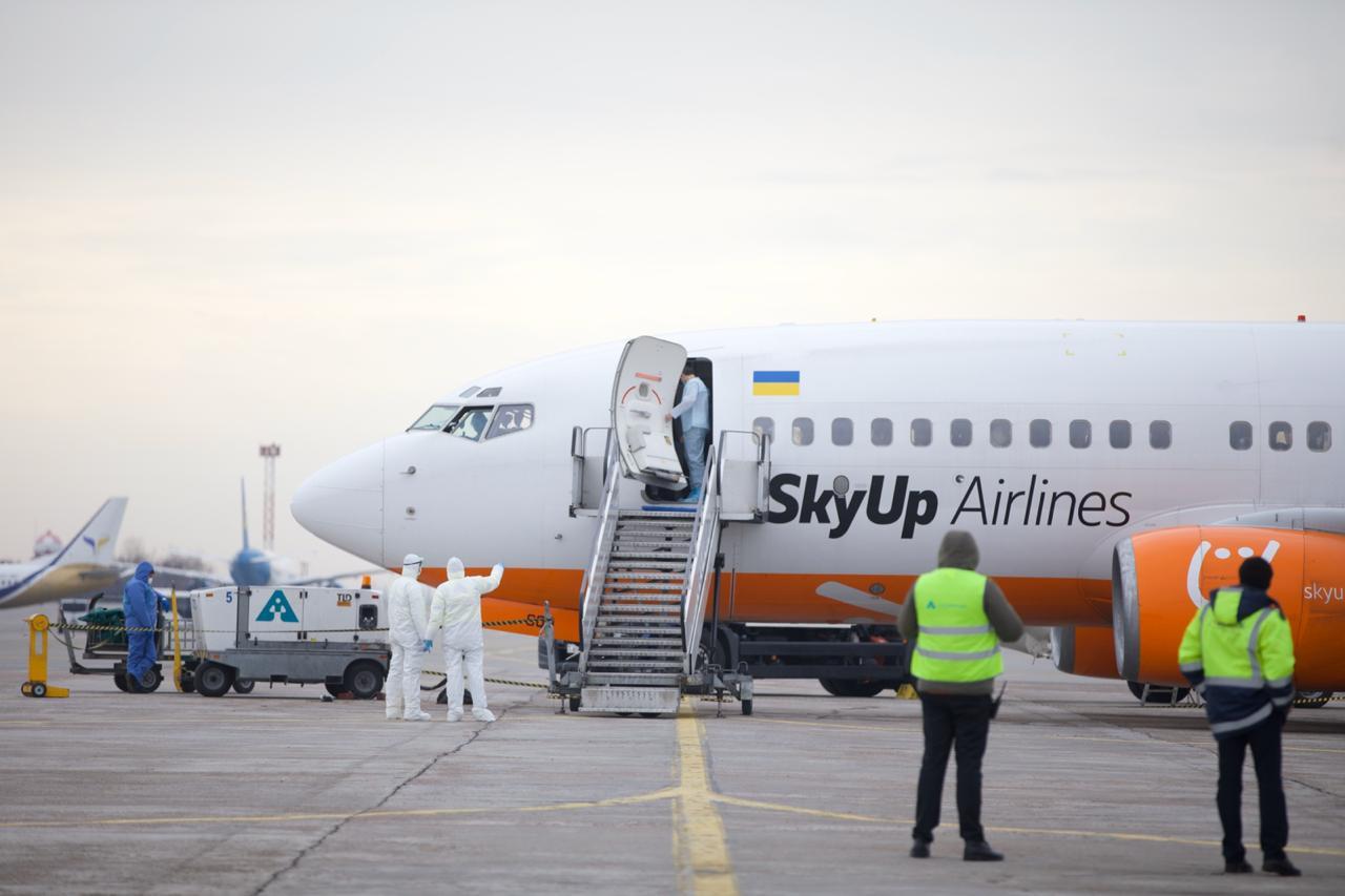 Эвакуация из Уханя: самолет с украинцами приземлился в Харькове