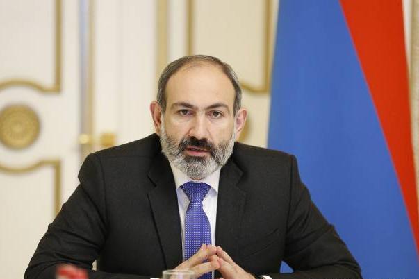 Премьер-министр Армении заразился коронавирусом от официанта без перчато...