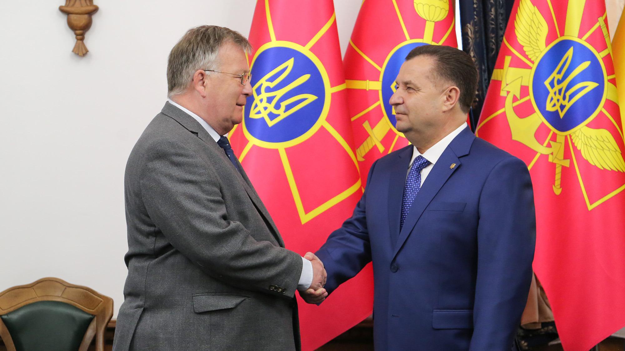 РФ продолжает усиливать военные группировки вдоль границ Украины, – Полт...