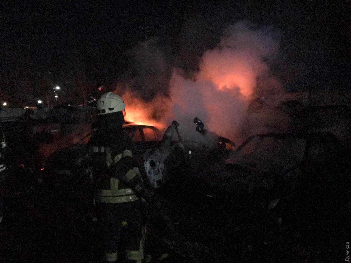 В Одессе на штрафплощадке сгорели 20 автомобилей