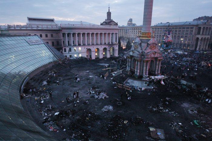 Возле Майдана начали стрельбу, - МВД