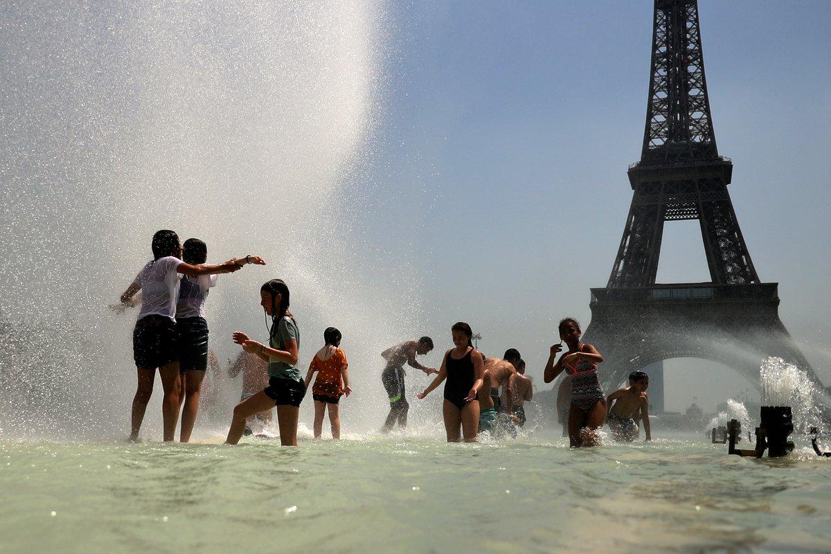 """""""Все в опасности"""": во Франции жара второй раз за сутки побила историческ..."""