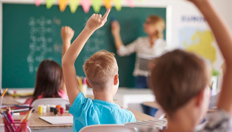 В школе и дома. Глава МОН Шкарлет рассказал, как будут учиться украински...