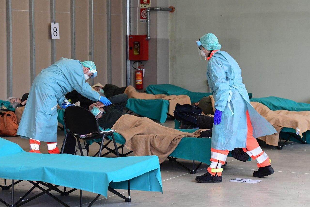 Количество умерших от коронавируса за сутки в мире увеличилось на 5 тыся...