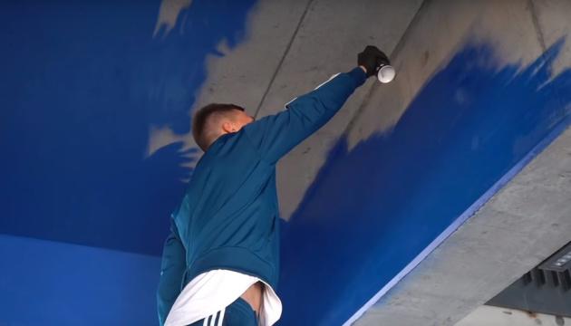 "Капитан ""Динамо"" Сидорчук поучаствовал в разрисовке граффити на ""Олимпий..."