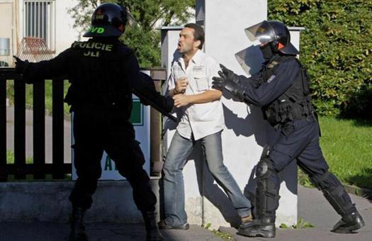 В Чехии прошел масштабный антицыганский митинг, задержаны десятки челове...