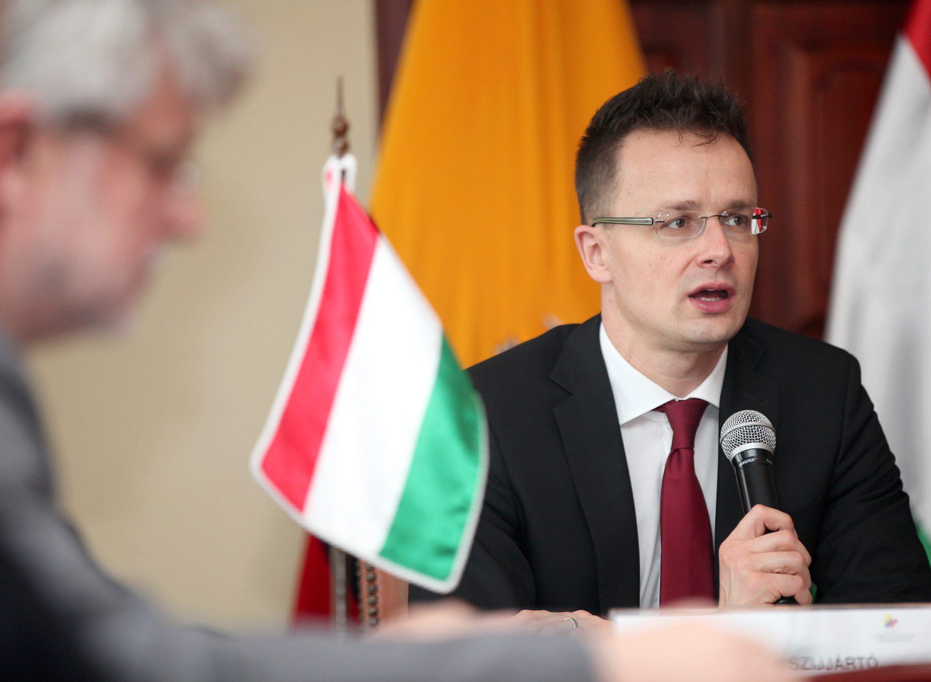 Венгрия продолжит блокировать сближение Украины с НАТО, – Сийярто