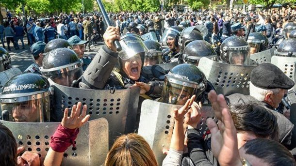 В Ереване 46 демонстрантов попали в больницу