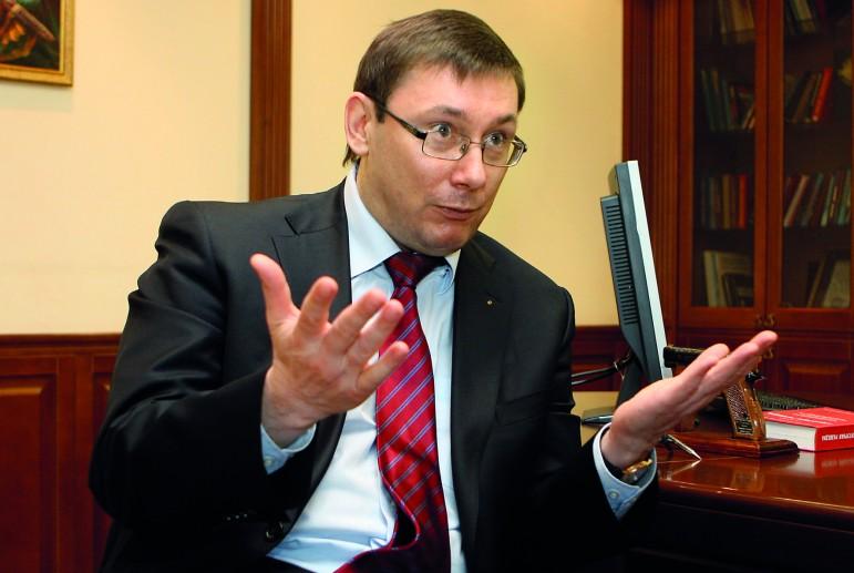 Луценко предложил проводить дебаты в библиотеке