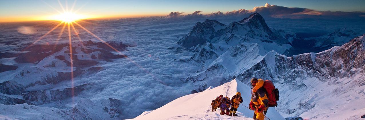 Непал запретил подниматься на Эверест в одиночку