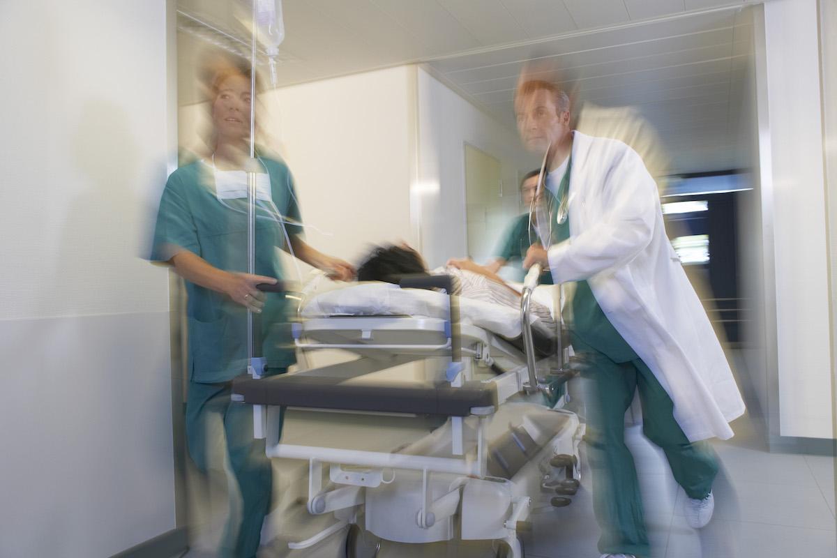 Не менее 90 тыс. медработников в мире заразились коронавирусом, – Международный совет медсестер