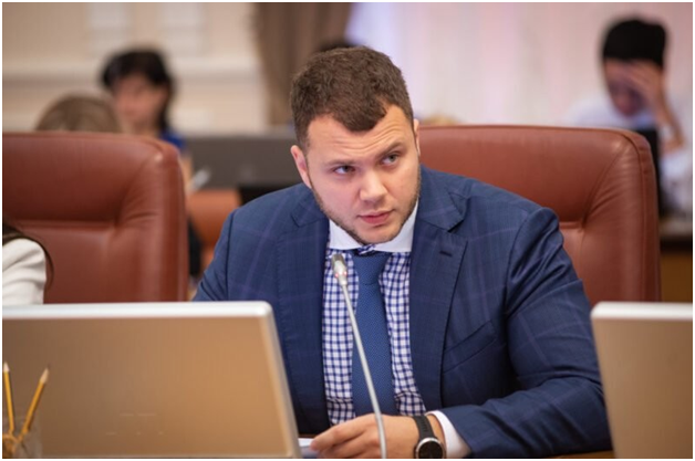 """Фракция """"Слуга народа"""" обвинила министра инфраструктуры Криклия в корруп..."""