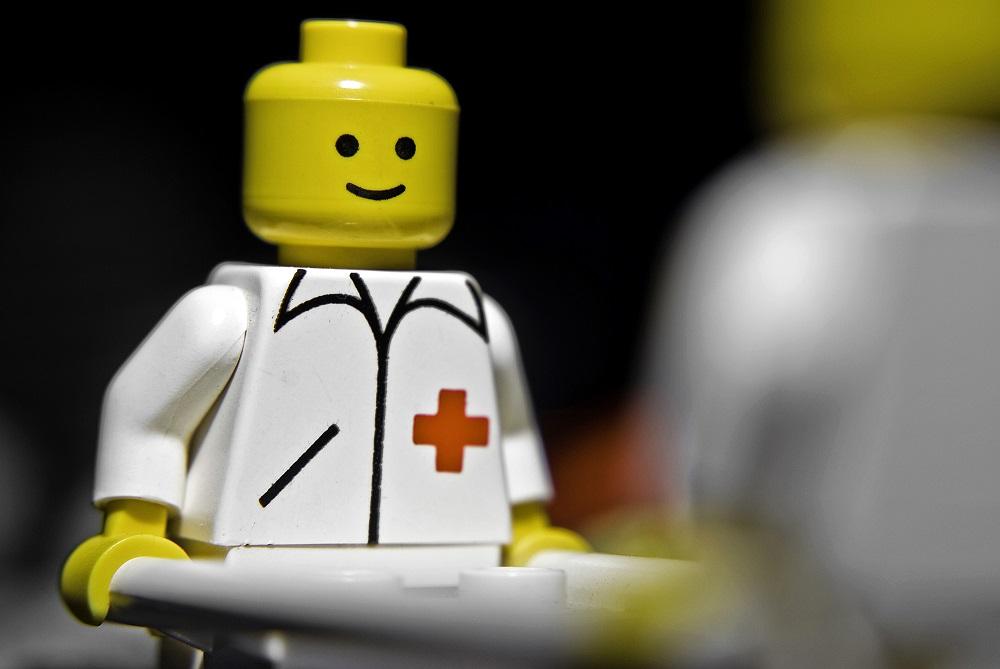 Деталь Lego застряла в носу новозеландского мальчика на два года