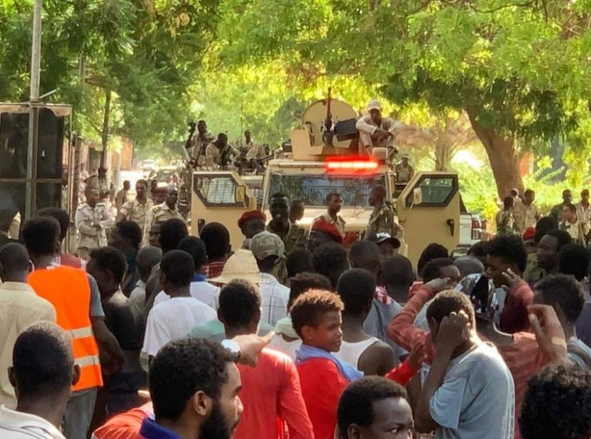 Армия Судана открыла огонь по протестующим, более 35 погибших