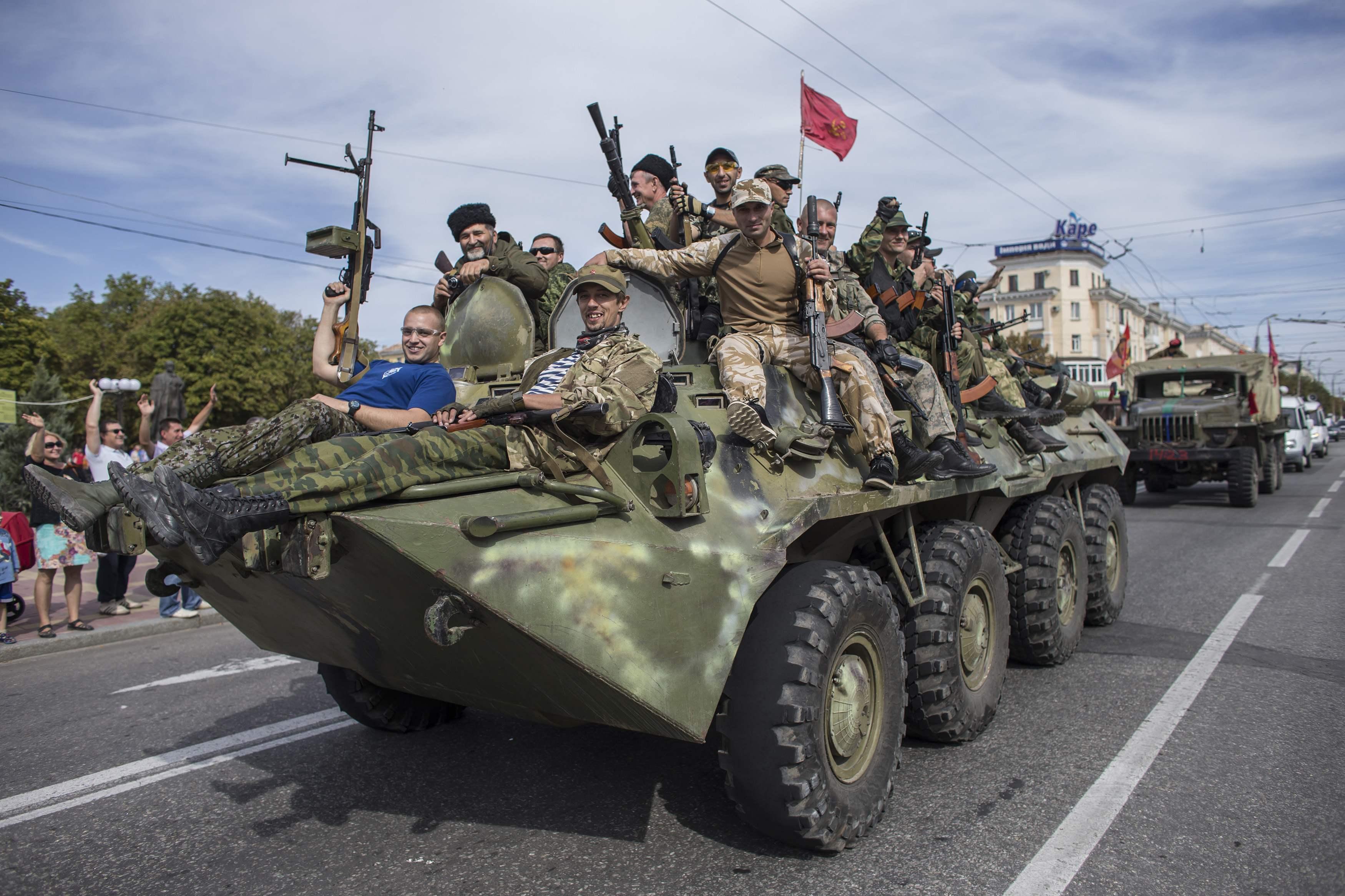 За неделю Россия привезла боевикам более тысячи тонн боеприпасов, - разв...