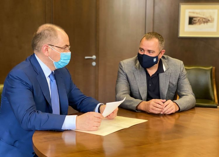 Минздрав разрешил пускать болельщиков на футбольные матчи с соблюдением...