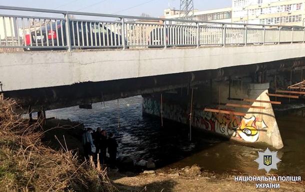 Харьковская полиция под мостом нашла труп в пакете