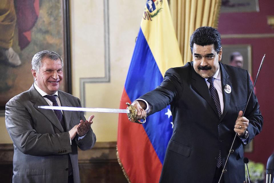 Роснефть – последний поставщик бензина в Венесуэлу, но она за него не пл...