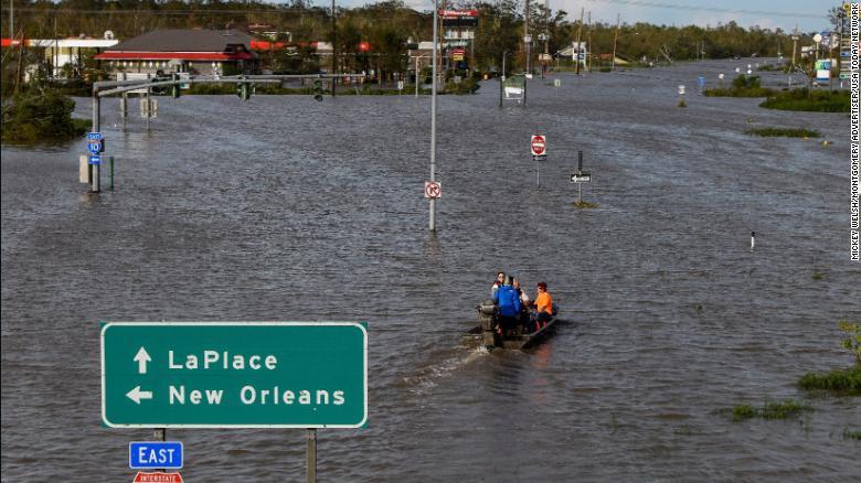 """""""Потребуются недели"""": власти не знают, когда будут устранены последствия урагана """"Ида"""" (фото)"""