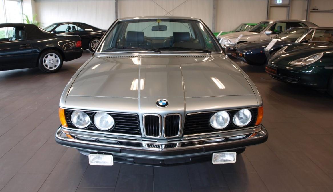 В Германии продают BMW 1979 года с 1,6 тыс. км пробега почти за 100 тыс....