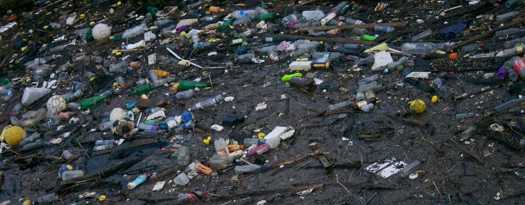 В Японии страны-участницы G20 приняли план по борьбе с пластиковыми отхо...