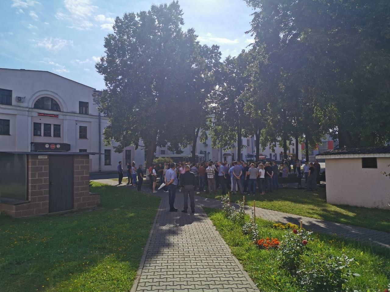 В Беларуси работники завода вышли на забастовку
