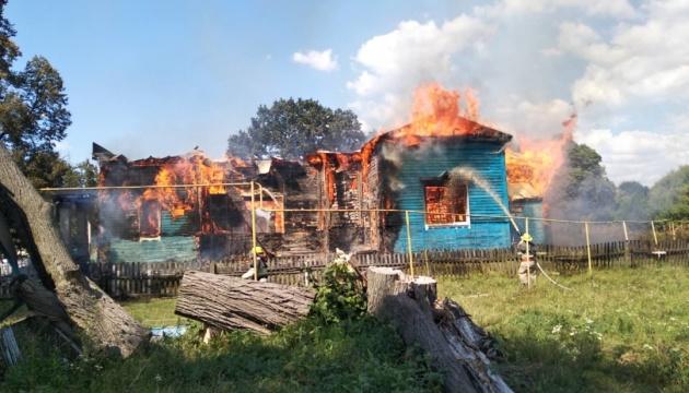 В Житомирской области огонь полностью уничтожил деревянную церковь, пост...