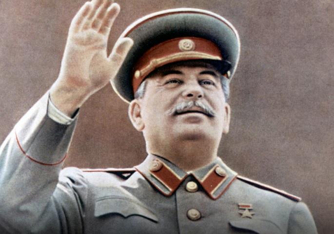 В России на фасадах домов вешают портреты Сталина со словами