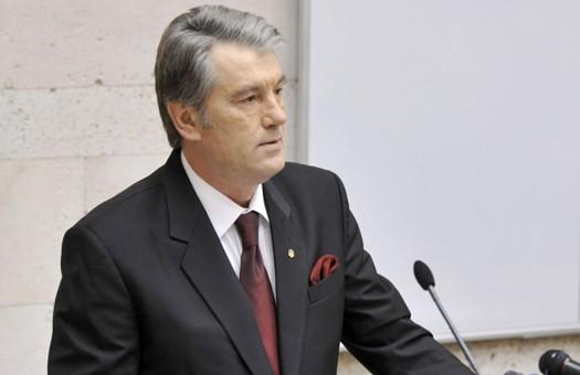 Ющенко просит КСУ разобраться с иностранными военными базами