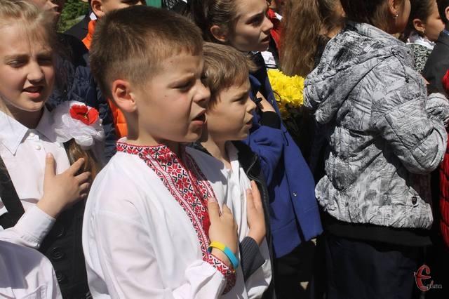Школьники Киева будут начинать учебный день с исполнения гимна