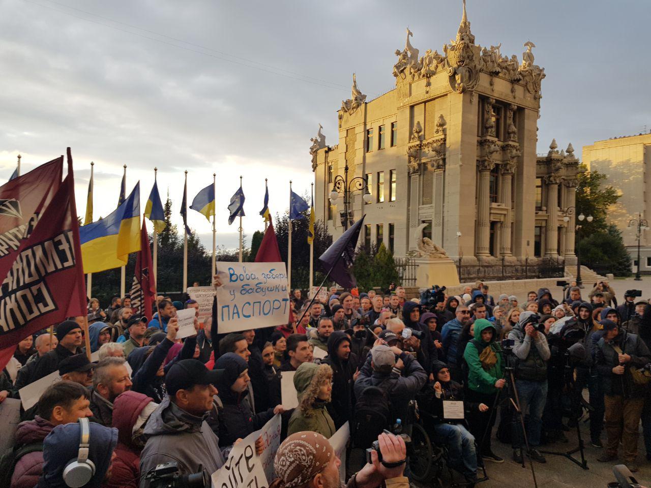 В Киеве активисты требовали лишить Коломойского украинского гражданства