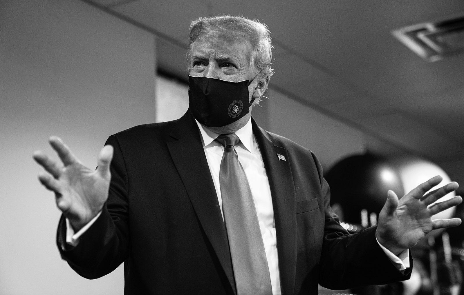 """Трамп назвал ношение масок патриотичным и вернул """"бесполезные"""" брифинги..."""