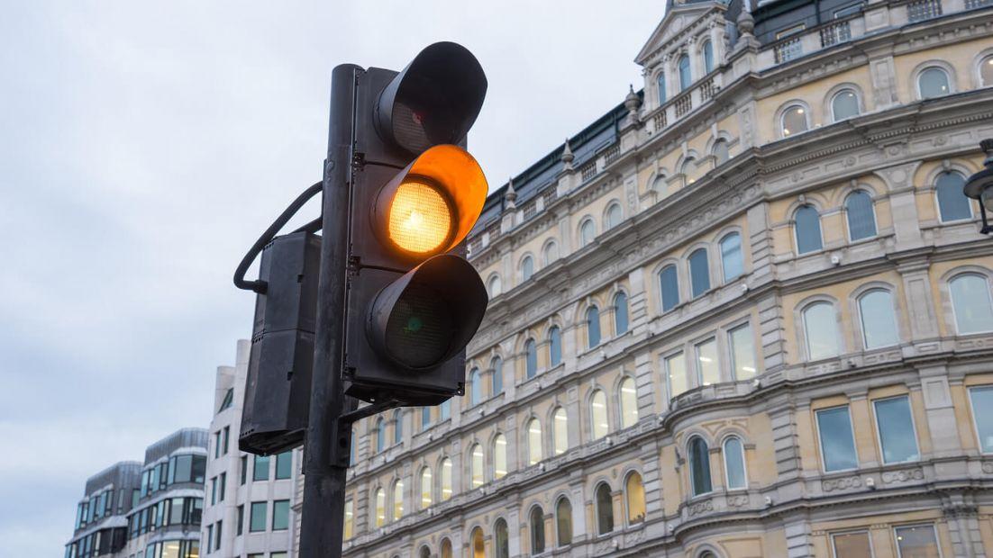 Мининфраструктуры отказалось отменять желтый сигнал светофора